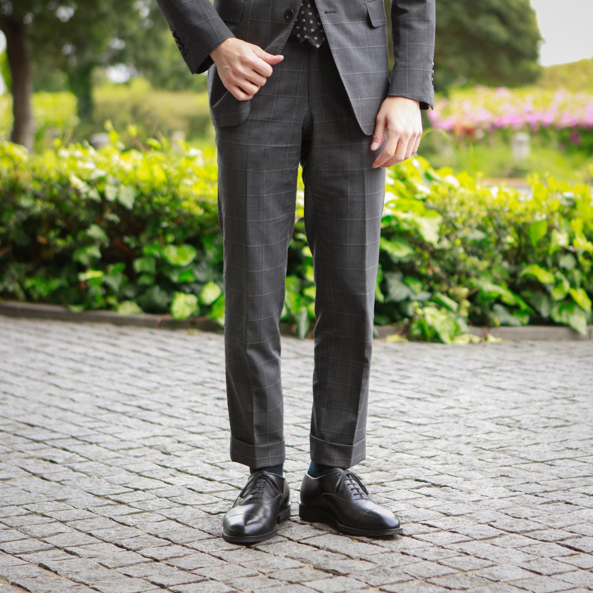 まるで本革!スーツも雨もOKな紳士靴「防水・友二郎」の魅力